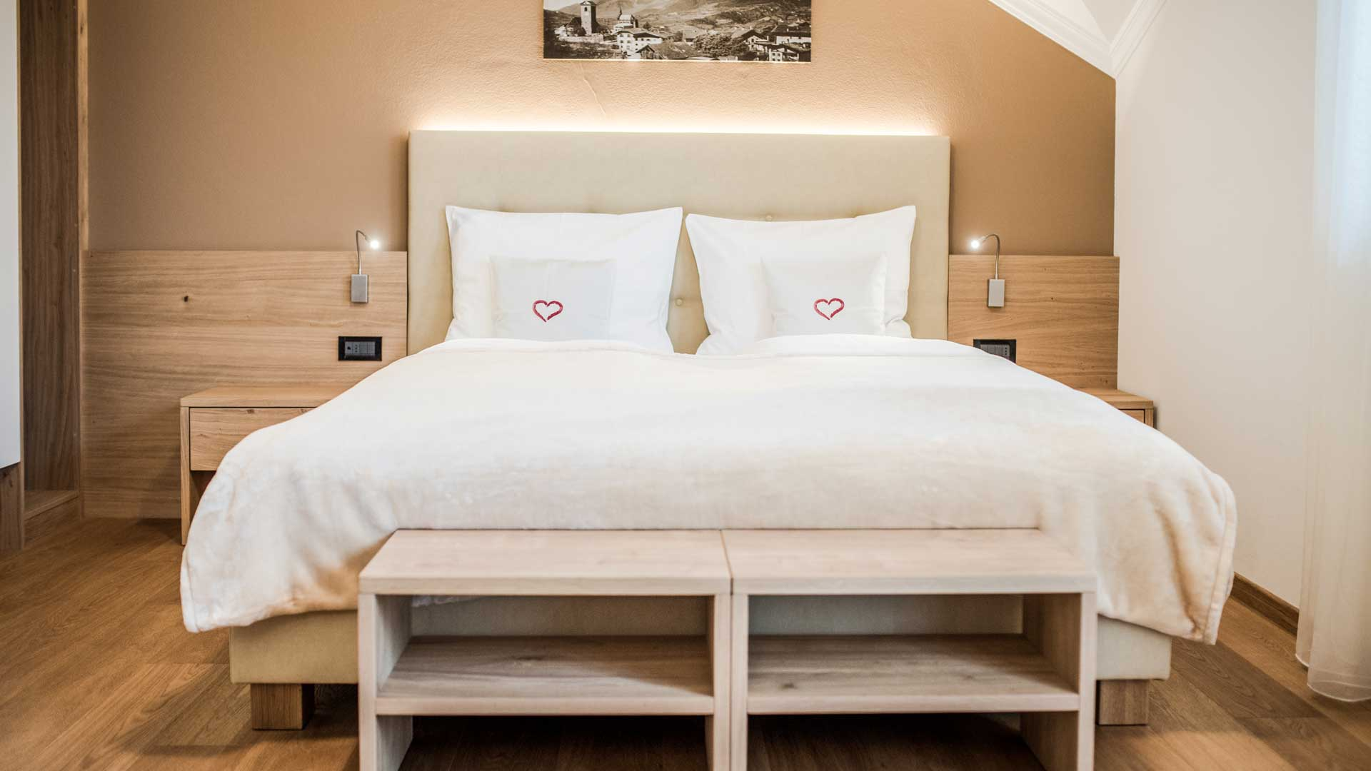 wohnen in schenna bei meran hotel alpenrose. Black Bedroom Furniture Sets. Home Design Ideas